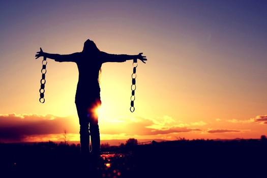 uwolniony z łańcuchów